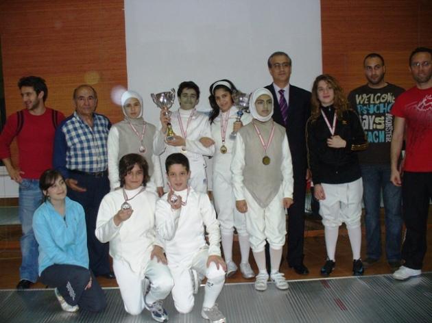 Tournoi avril 2009 (moins de 17ans - club Riyadi) Remise des médailles