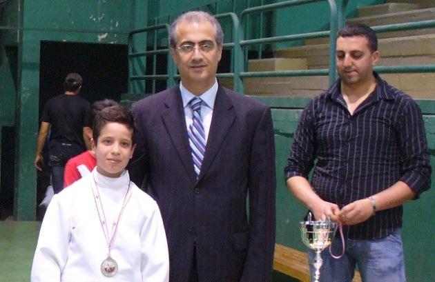 Ramy Beydoun recevant la médaille d'argent au terme du championnat du Liban des moins de 20 ans 2009