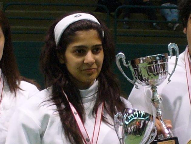 Rita recevant la coupe du championnat du Liban des moins de 20 ans. Bravo Rita !