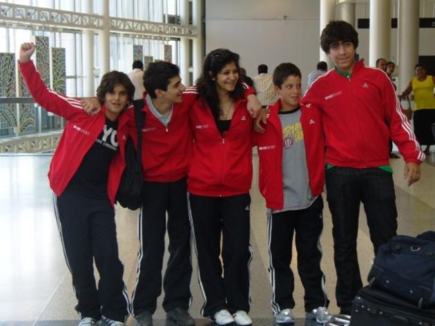 De gauche à droite : Rami GHORRA, Richard MOUKARZEL, Rita ABOUJAOUDÉ, Ramy BEYDOUN, Wissam Daoud