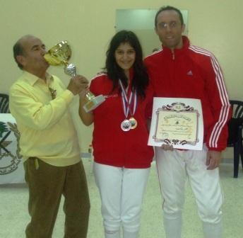 Maître Souhail Saad (embrassant la coupe), Rita Aboujaoudé et Fadi Tannous