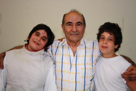 Rami Ghorra et Rami Beydoun posant avec Maître Souhail Saad après la demi-finale