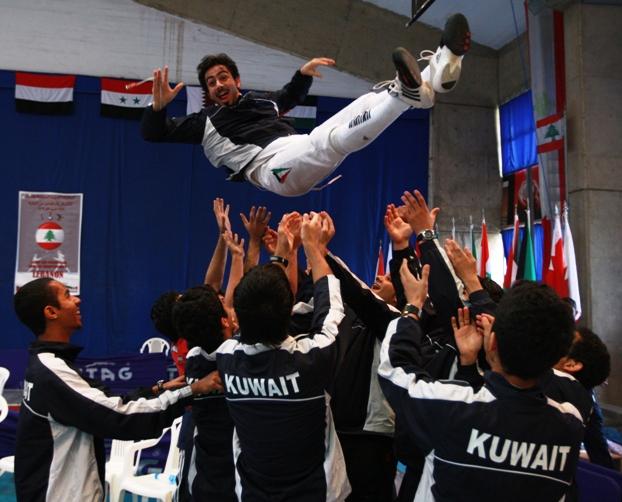الفريق الكويتي يحتفل بالفوز - Profoto