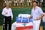 M. Ziad Chouéri recevant le matériel offert par M. Georges Michon