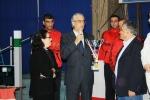 Ziad Chouéri, président de la FLE remettant à Salim Tannous, le père de Fadi la coupe commémorative du Fadi Tannous Championship