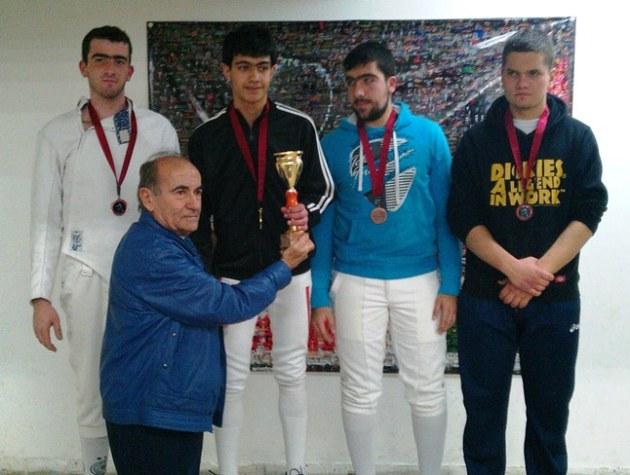 Podium du championnat du Liban d'épée 2012 pour les moins de 20 ans : Tanios El Najjar Argent, Maître Souhail Saad, Anthony Chouéri Or, Wissam Daoud et Tony Haykal Bronze.