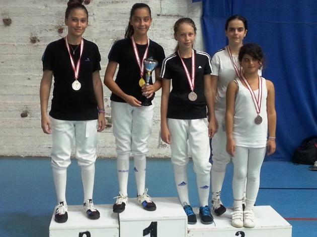 Marie-Jo Aboujaoudé médaille d'argent, Naï Salameh médaille d'or, Léa Khairallah et Héléna Khalil ex-arquo médaille de bronze,  Nathalie Oneissi